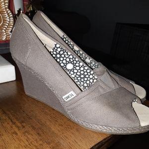 New TOMS Peep Toe Wedge Heels